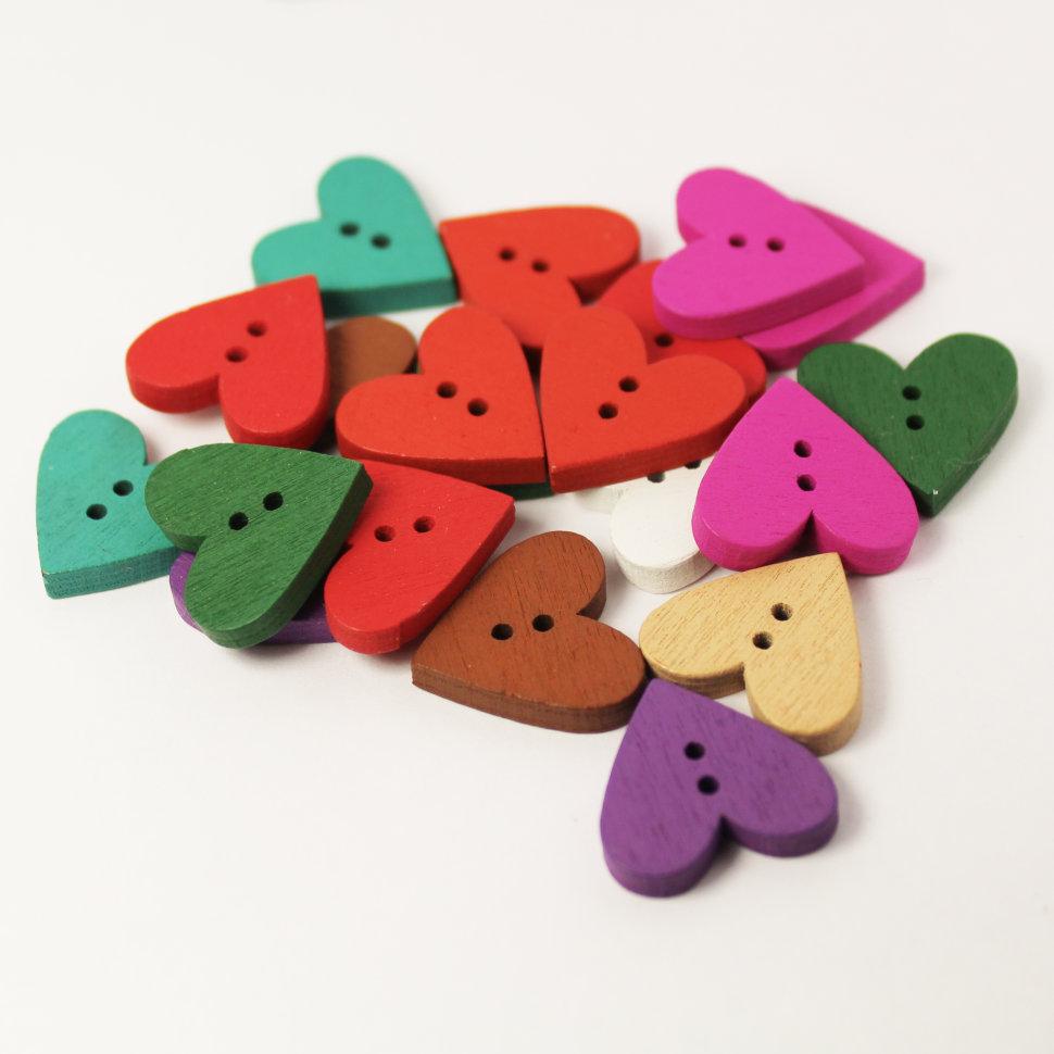 f327632cd2fb2 Набор деревянных цветных пуговиц «Сердечки» купить по выгодной цене ...